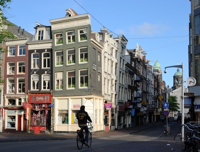 Read more about the article Grown-up Travel Guide Daily Photo: Early morning in Amsterdam, the Netherlands