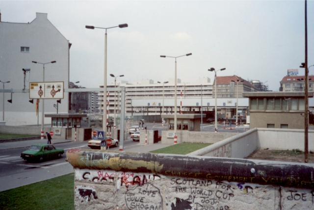 Read more about the article Spot the difference: Photos show how Berlin has changed since 1990