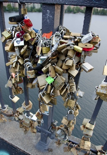 Read more about the article Grown-up Travel Guide's Best Photos: Love padlocks, Stockholm, Sweden