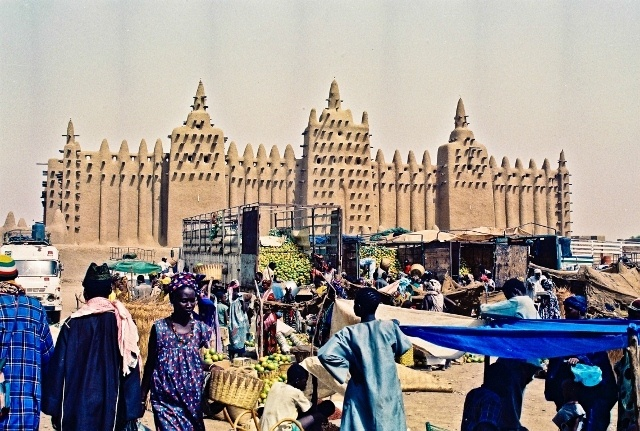 Read more about the article Retro Travel Photo – Before We Grew Up: Djenne Mosque, Mali, West Africa