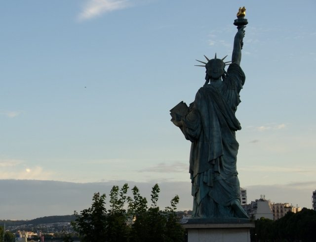 Read more about the article Grown-up Travel Guide Daily Photo: The other Statue of Liberty, Paris, France