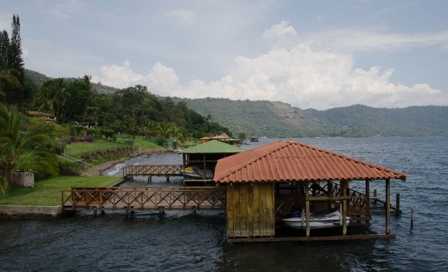 Read more about the article Grown-up Travel Guide Daily Photo: Lake Coatepeque shore, San Salvador, El Salvador