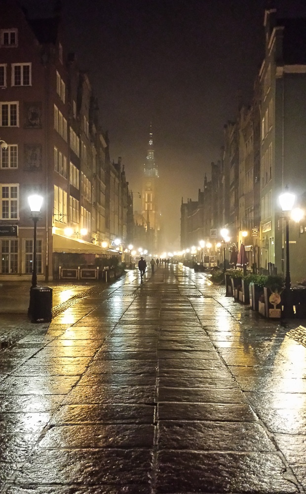 Read more about the article Grown-up Travel Guide's Best Photos: Rainy night in the old town, Gdansk, Poland