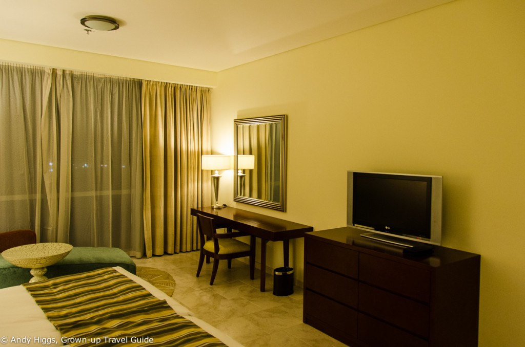 JA Oasis Beach Tower - bedroom, desk and TV
