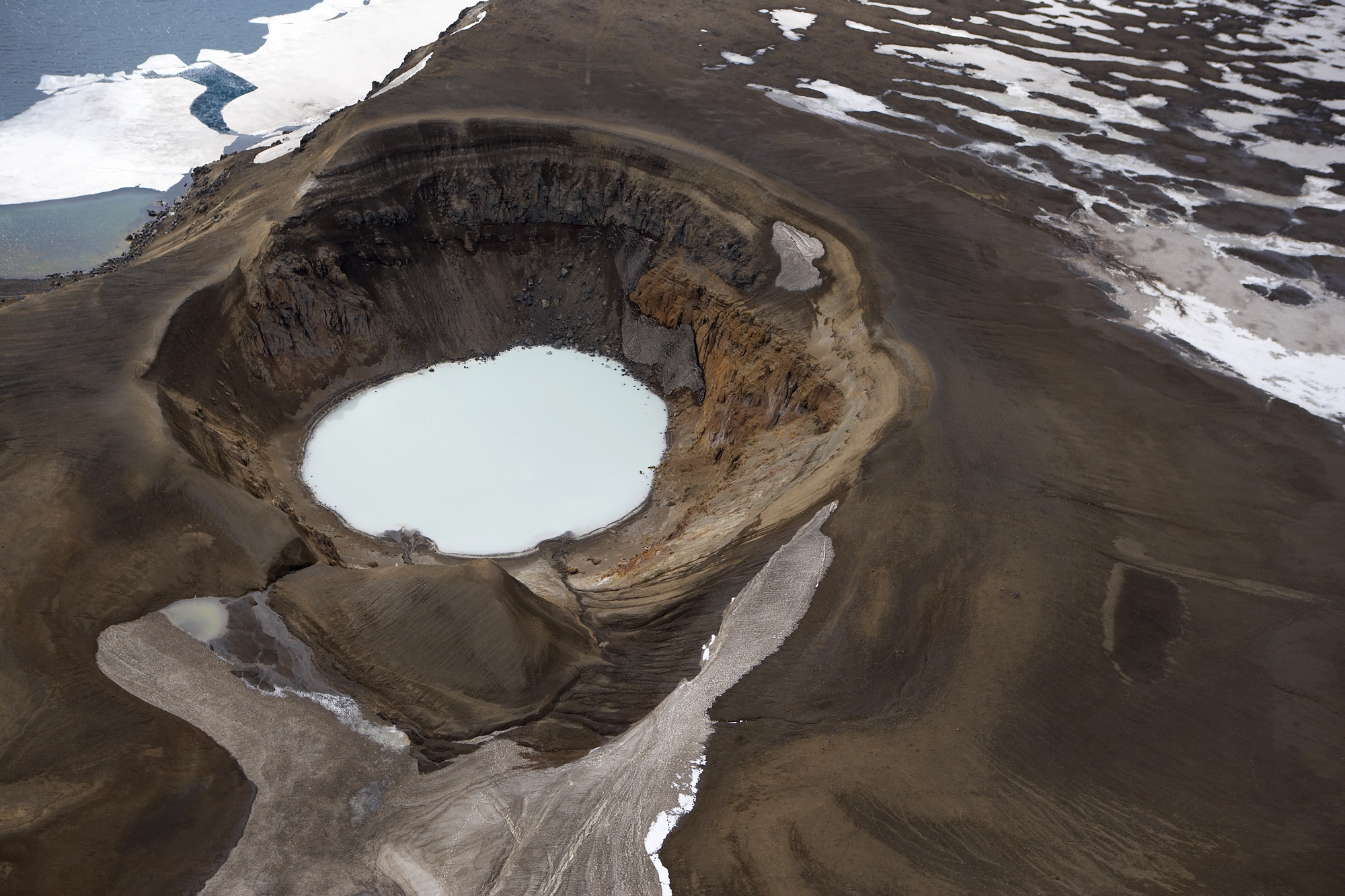 Read more about the article Volcano tourism in Iceland