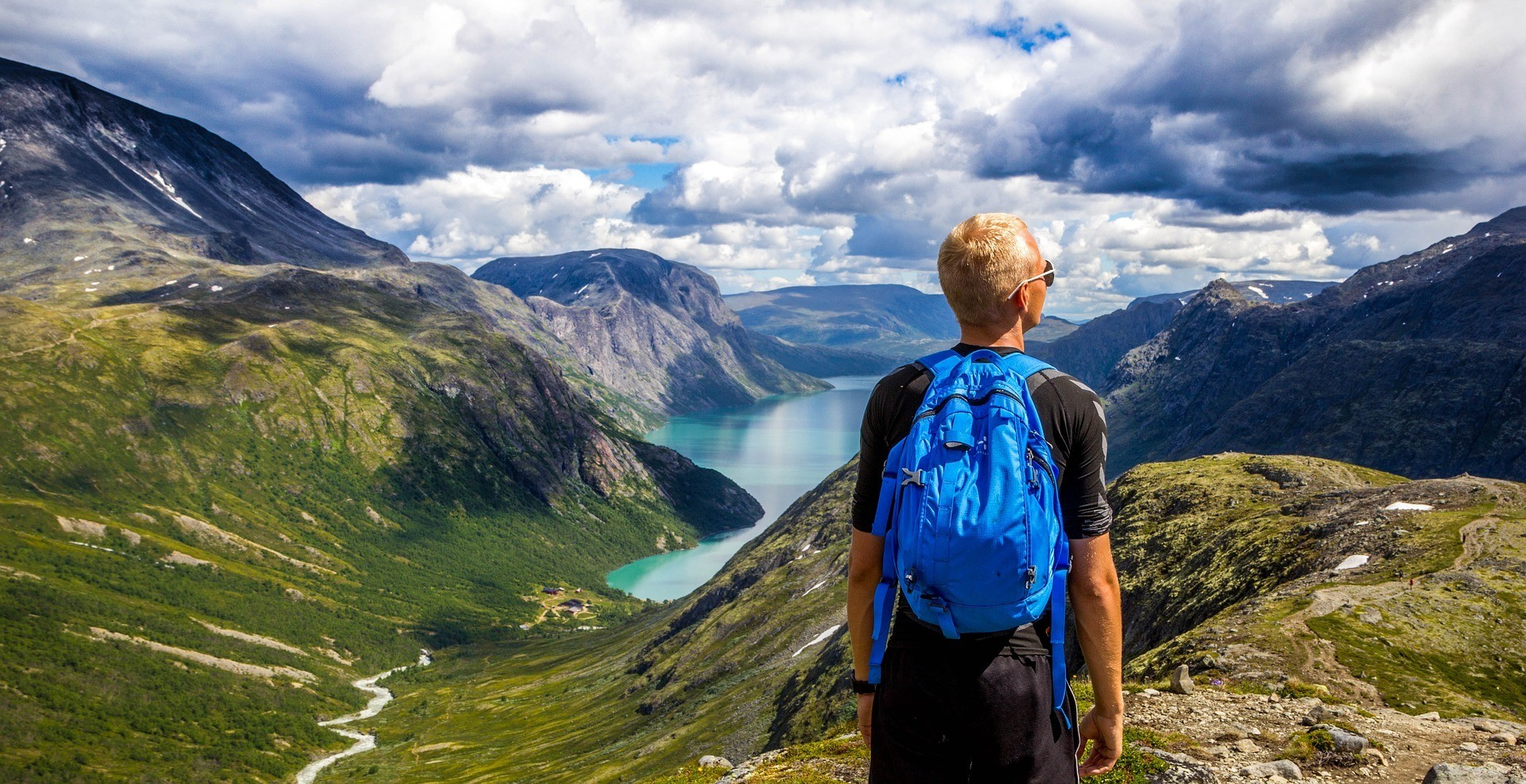 You are currently viewing How to Save Money on Backpacking