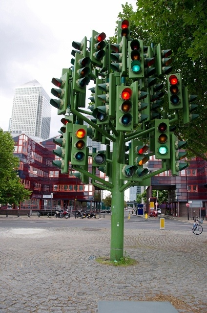 Read more about the article Grown-up Travel Guide Best Photos: Traffic Light Tree, London, England